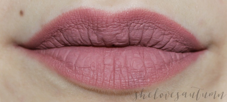 fluid-velvet-mat-lipstick-deborah-swatch-02-romantic-pink